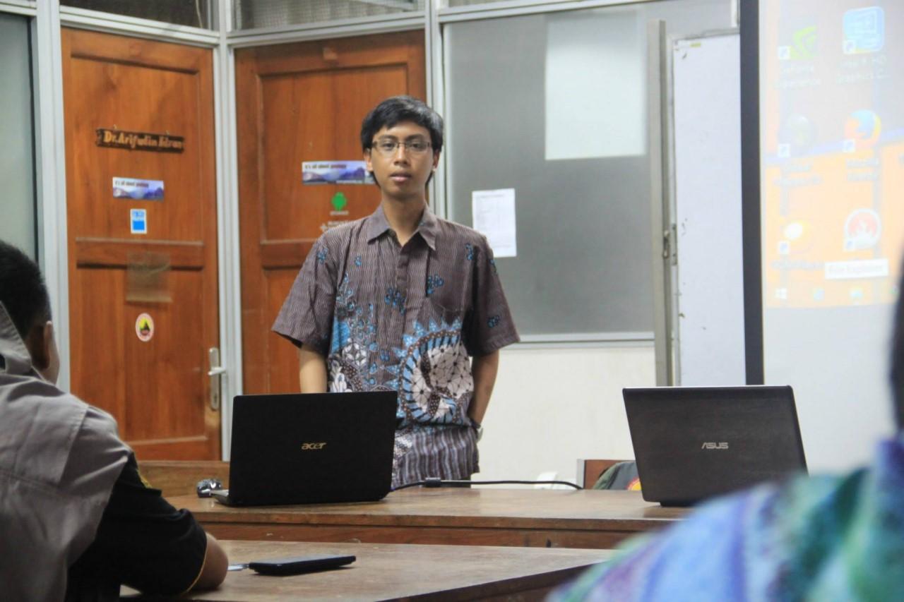Mr. Fahmi Hakim explain about paper writing